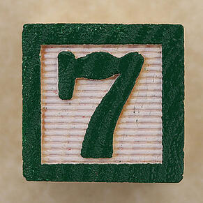 Green number seven block